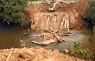 Jembatan Kayu Penghubung Kecamatan Sanaman Mantikei-Marikit Ambruk