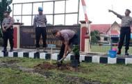 Peduli Lingkungan, Polri Serentak Tanam Pohon