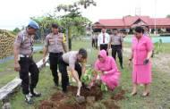 Peduli Lingkungan, Kapolres Ajak Seluruh Jajarannya Tanam Bibit Pohon Buah
