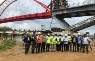 Gubernur Sugianto Pantau Progres Pembangunan Jembatan Tumbang Samba