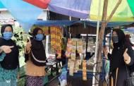 Legislator PKS Ini Bagikan Masker Gratis di Kota Kuala Kapuas