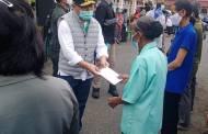Kunjungi Bartim, Gubernur Pantau Penanganan Covid-19 dan Serahkan Bansos