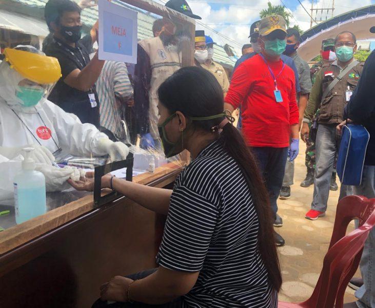 Gubernur Kalteng Pantau Langsung Rapid Tes Massal di Pasar Karang Mulya