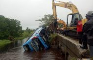 Bus Damri Nyebur ke Sungai, Satu Penumpang Tewas, Puluhan Luka-luka