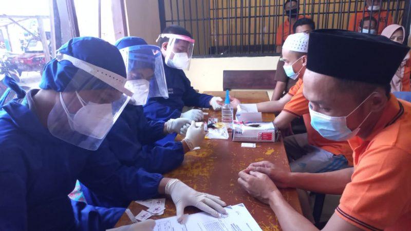 Sebelum Dikirim ke Lapas, 9 Tahanan Polres Seruyan Jalani Rapid Test
