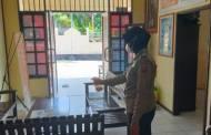 Bripka Rati Dwi Jayati Lakukan Penyemprotan Disinfektan di Mako Polsek Murung