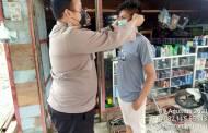Briptu A Tampubolon Bagi-bagi Masker kepada Warga Binaannya