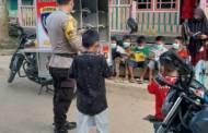 Anak Desa Antusias Baca Buku di Motor Bajaka Presisi