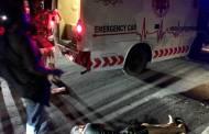 Diduga Mabuk dan Hantam Trotoar, Pengendara Motor Terkapar di Jalan