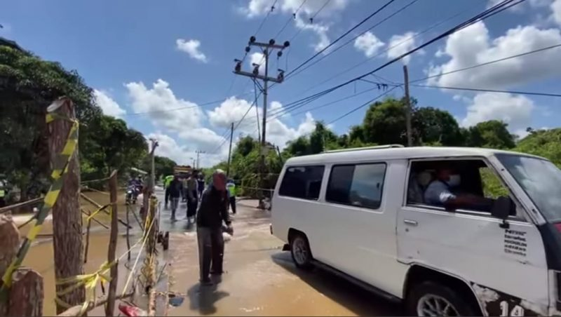 Jalan Kasongan - Kereng Pangi Dibuka, Banyak Kendaraan Macet Terjebak Banjir